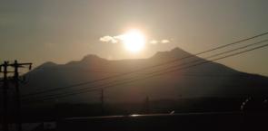 画像:駒ケ岳に沈む夕日